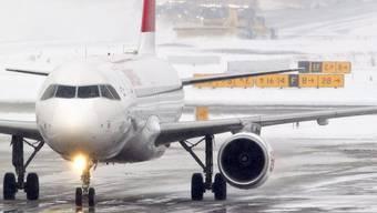 Schnee am Flughafen Zürich (Archiv)