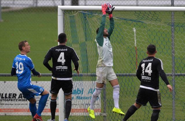 Denis Kostadinovic (l.) erzielte in der Vorrunde 16 Tore für den FC Klus/Balsthal.