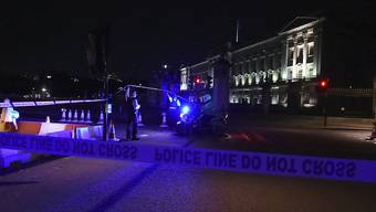 Polizei-Präsenz vor dem Buckingham-Palast nach der Attacke vom Freitagabend.