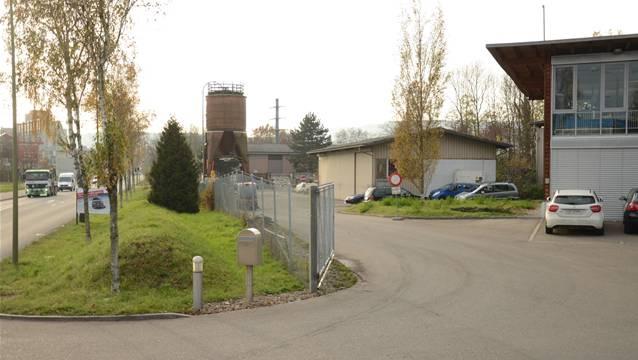 Auf dem westlichen Teil des Werkhofareals in Schlieren ist die neue Asylunterkunft ab Oktober bezugsbereit. (Bild: Stand 2014)