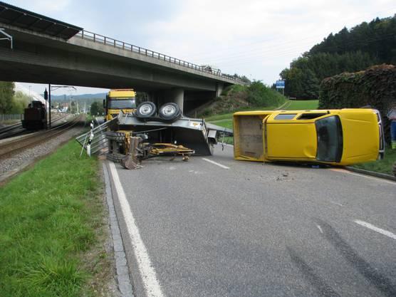 Safenwil: Anhänger überschlägt sich und kollidiert mit entgegenkommenden Auto