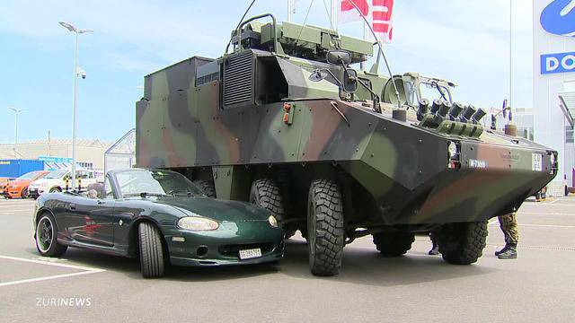 Arbon: Panzer kollidiert mit Auto