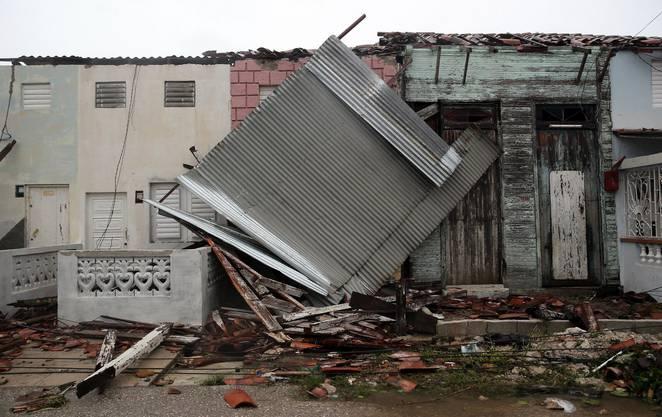 Ganze Häuser wurden zerstört. Der Hurrikan forderte bereits Menschenleben.