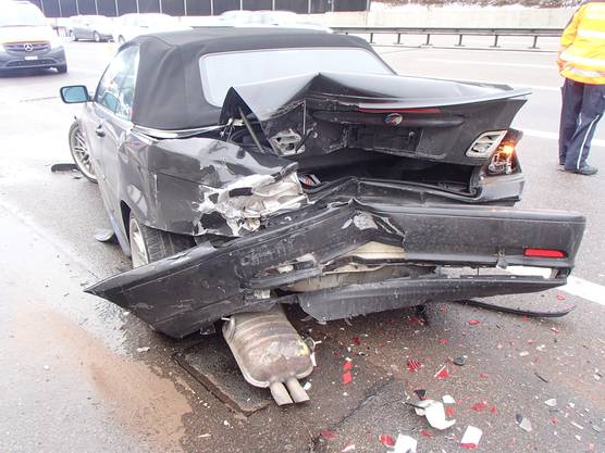 Neuenhof AG, 12. Januar: Auf der A1 kollidiert ein schleuderndes Fahrzeug mit einem Pannenfahrzeug.