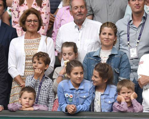 Meist dabei, wenn Roger Federer für seine Turniere ins Ausland reist: Ehefrau Mirka, die vier Kinder und die Eltern des Tennis-Spielers.