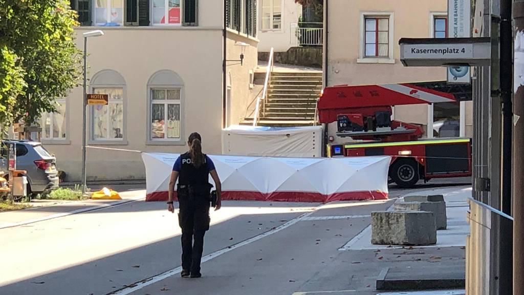 Mann mit Stichwaffe verletzt – 37-jähriger Täter von Dach geholt