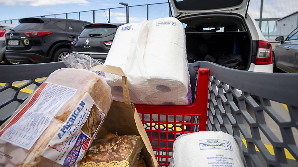 Hamsterkäufe in Lebensmittelläden - Detailhändler beruhigen