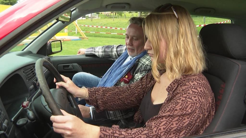 Grosser Preis: Minderjährige gewinnt in Bözen beim Bobby-Car-Rennen ein richtiges Auto