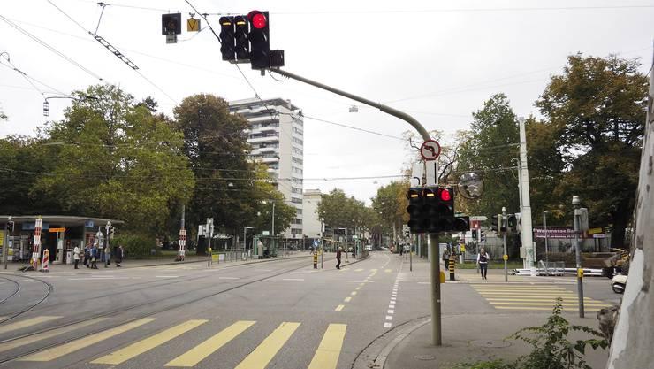Basel wird mit Ampeln den Verkehr dosieren, ohne dies mit den umliegenden Gemeinden abzusprechen. (Symbolbild)
