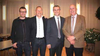Links stehen die Neuen: Harry Lütolf (Vize) und Karl-Heinz Graf (Präsident) übernehmen von Karl Kaufmann und Urs Leuenberger. TH