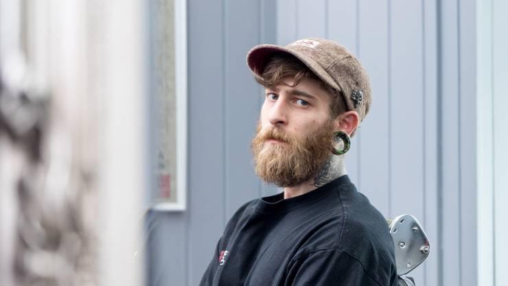 Oben: Danny, der Body Modification Artist des «Rock the Body»-Studios in Baden, ist der Einzige, der Augen tätowiert.