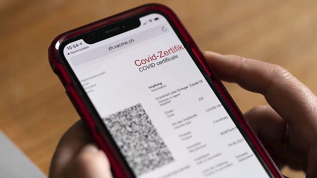 Das Covid-Zertifikat könnte bald viel breiter zum Einsatz kommen als bisher. Der Bundesrat stellt eine Ausweitung der 3G-Regel zur Diskussion. (Archivbild)