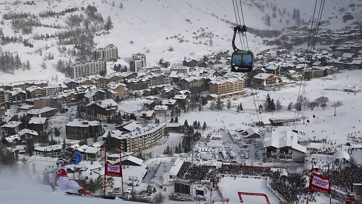Starker Wind zwingt die Organisatoren in Val d'Isère zu Umstellungen. (Archivbild)