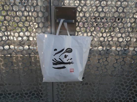 Die Tüte wiederum wurde an der Tür zum Tierheim an der Birs deponiert.