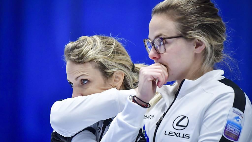Skip Silvana Tirinzoni (links) and Alina Pätz werden an der WM in Calgary viel Denkarbeit verrichten müssen
