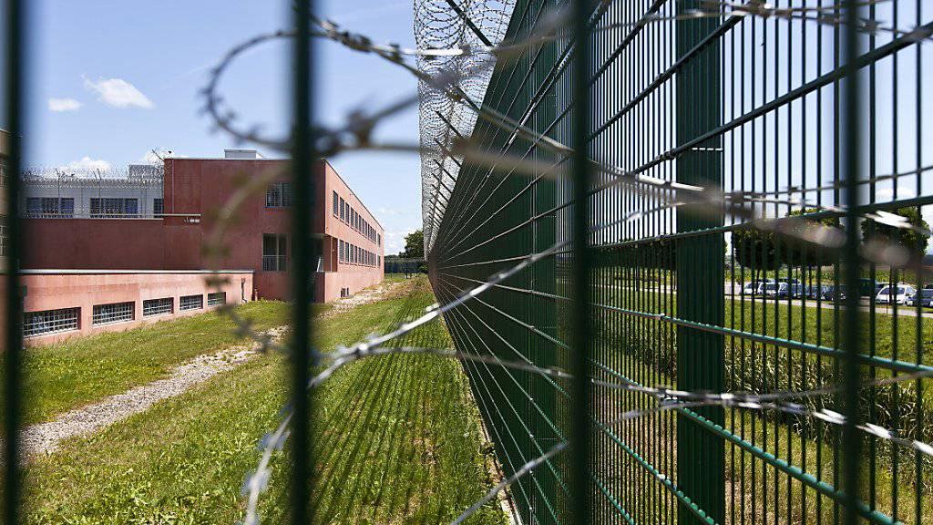 Rund 51'500 Personen wurden 2018 in eine Schweizer Justizvollzugseinrichtung eingewiesen. Im vergangenen Jahr gab es acht Gefängnisausbrüche. (Symbolbild)