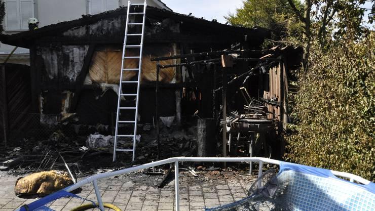Wangen bei Olten SO, 25.Juni: Ein Gartenhaus geriet aus noch zu klärenden Gründen in Brand. Personen wurden keine verletzt.