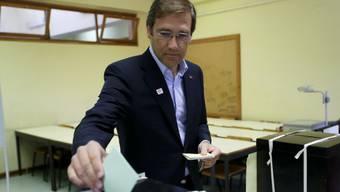 Premierminister Pedro Passos Coelho gibt seine Stimme ab