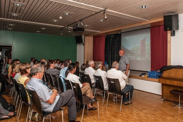 Alfred Isch Leiter der Arwo spricht zu den Gästen