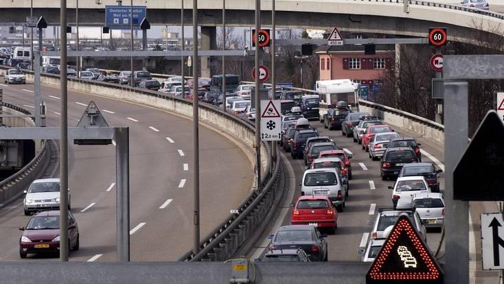 Autobahn-Zoll in Weil am Rhein (D): Die Einwanderung von Deutschen in die Schweiz ist seit 2008 rückläufig.