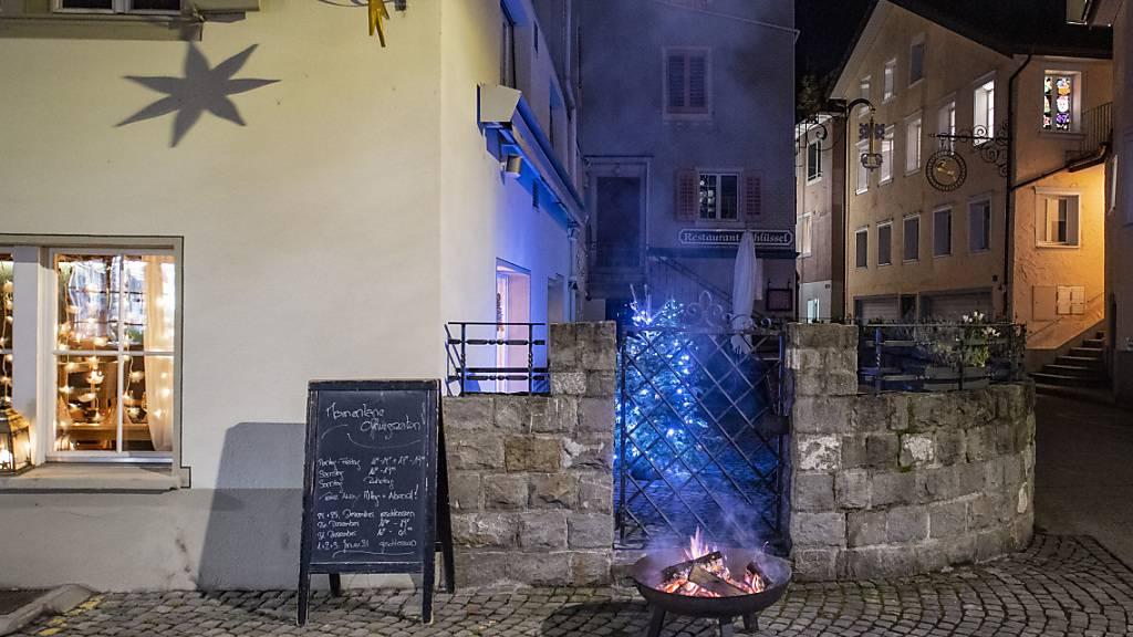 Mahnfeuer vor dem Restaurant Sternen in Stans wegen der Coronakrise: Im Kanton Nidwalden erhalten 86 Gastro- und Hotelbetriebe Härtefallhilfen. (Archivbild)