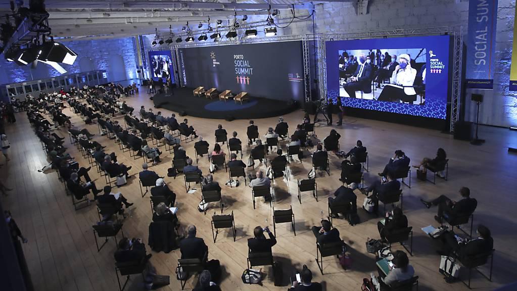Regierungsmitglieder sitzen im Alfandega do Porto Congress Center bei der Eröffnungszeremonie des EU-Sozialgipfels.
