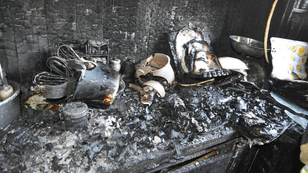 Feuer in Einfamilienhaus - eine Person verletzt