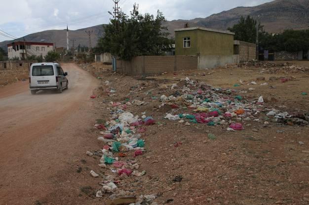 Müllberge in einem kleinen Dorf in der Osttürkei - leider keine Ausnahme
