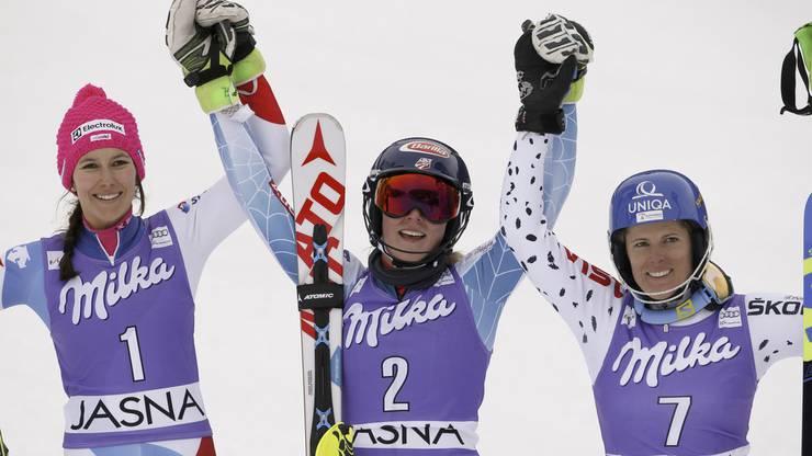 Wendy Holdener (links, Platz 2), Mikaela Shiffrin (mitte, Platz 1) undVeronika Velez Zuzulova (rechts, Platz 3)