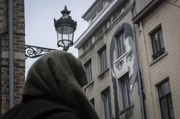 Um Thunberg ist mittlerweile ein regelrechter Hype ausgebrochen. Ein belgischer Street-Art-Künstler widmete der jungen Aktivistin ein gigantisches Graffiti an einem Haus in Brüssel.