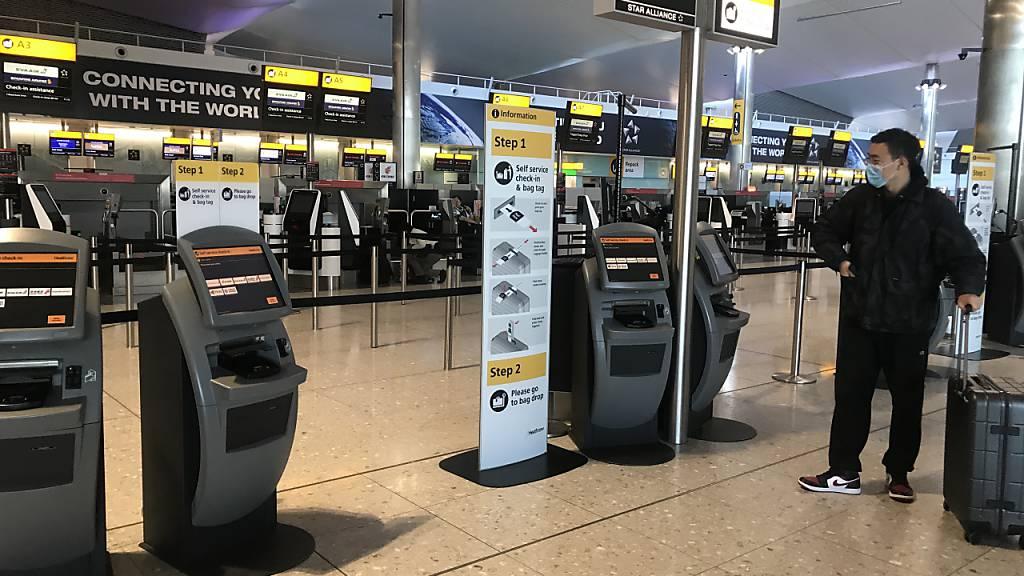 ARCHIV - Abflug nur noch bei triftigem Grund: England hat im Rahmen der Corona-Maßnahmen die Ausreise eingeschränkt. Foto: Steve Parsons/PA Wire/dpa