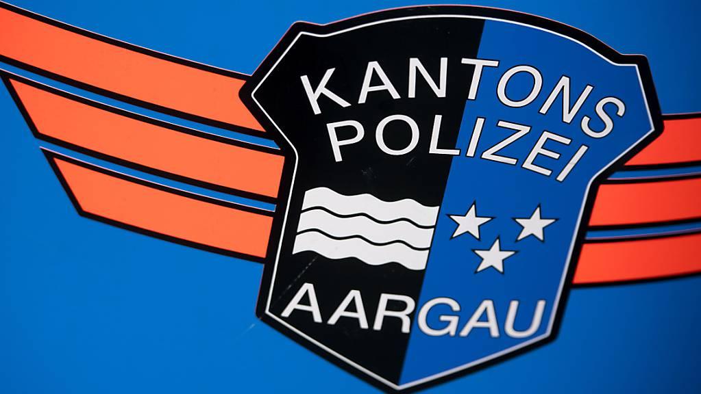 Bei Dottikon im Kanton Aargau sind am Mittwochabend ein Auto und ein Motorrad frontal zusammengestossen. Dabei starb der Lernfahrer, der mit dem Motorrad unterwegs war, noch auf der Unfallstelle. (Symbolbild)