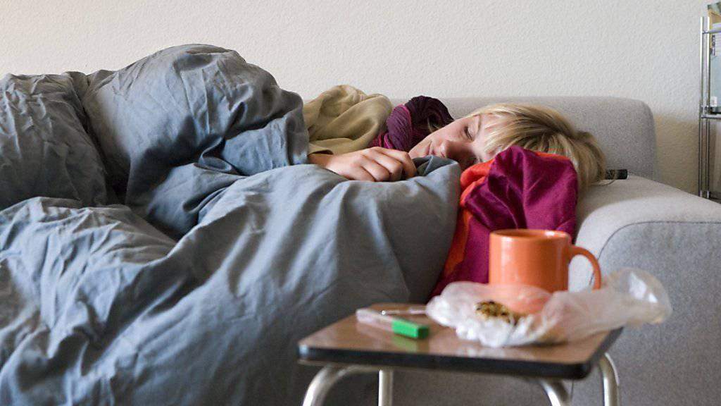 Die Grippewelle nimmt langsam ab und zwingt weniger Menschen ins Bett. (Symbolbild)