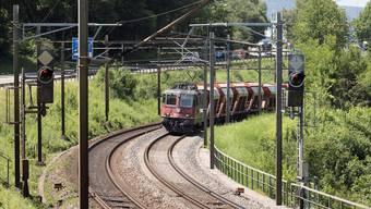 SBB, BLS und VöV wollen tiefere Kosten, um die Schienen zu nutzen. Gaetan Bally/Keystone