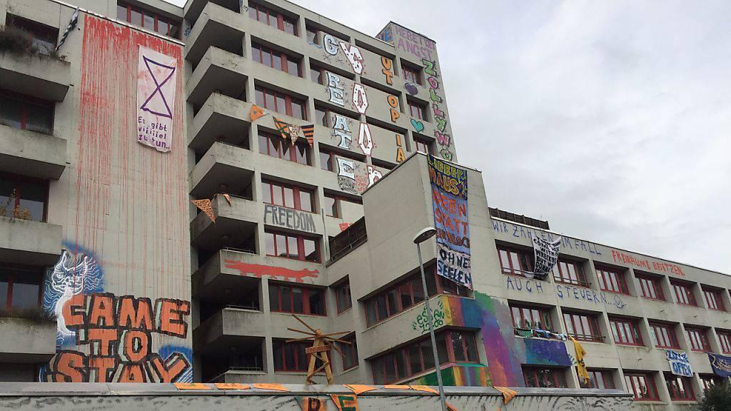 Berner Polizei räumt besetztes ehemaliges Altersheim