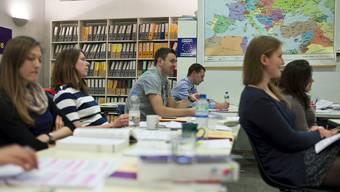 Service public: Geht es nach den Juso, dürften die Studierenden an der Uni Basel (im Bild das Europa-Institut) gratis studieren. Keystone