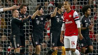 Thomas Müller (m.) jubelnder Torschütze zum 2:0 für die Bayern.