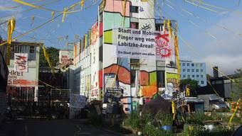Das Labitzke-Areal im August: Die Besetzer verbarrikadierten die Eingänge.