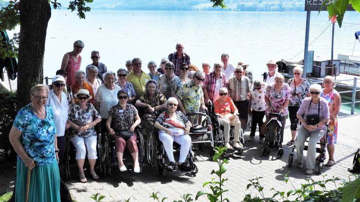 Tagesausflug bei grosser Hitze: Die Reisegruppe ist bereit für die Schifffahrt auf dem Hallwilersee.