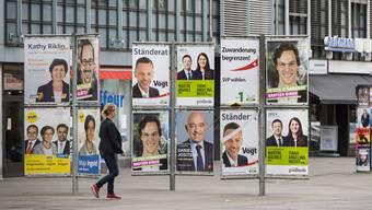Die Zürcher Gemeinden sollen vor Wahlen und Abstimmungen für genügend Werbefläche auf öffentlichem Grund zu sorgen. (Themenbild)