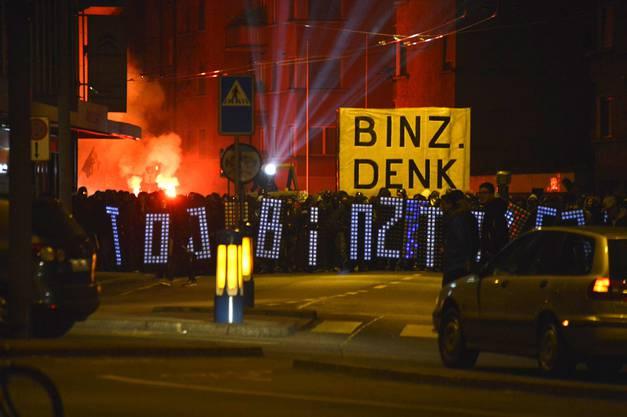 Zwischen 2000 bis 3000 Leute zogen von der Binz in Richtung Zürich Langstrasse