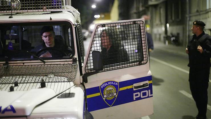 Die kroatische Polizei sucht nach einem Sechsfachmord am Donnerstagabend in der Hauptstadt Zagreb nach dem Täter. (Symbolbild)