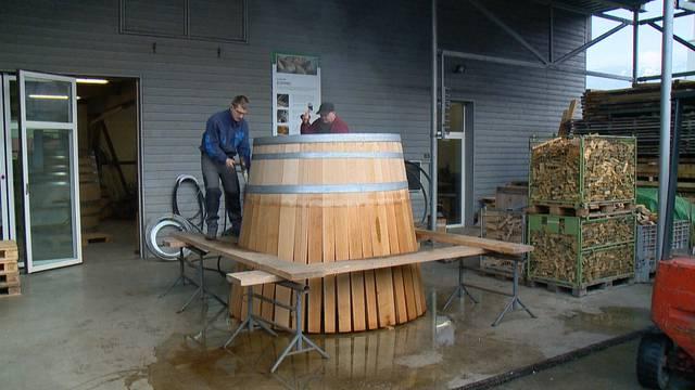 Riesen-Holzfässer in Handarbeit