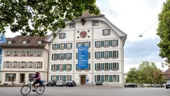 Ende Schuljahr 2019/20 wird die KV-Schule Lenzburg Reinach geschlossen.
