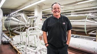 Brauerei-Inhaber Alex Künzle mit den neuen «Öufi»-Tanks für den Ausbau an der Fabrikstrasse wird sich nach den Biertagen auf sein neues Grossprojekt konzentrieren.