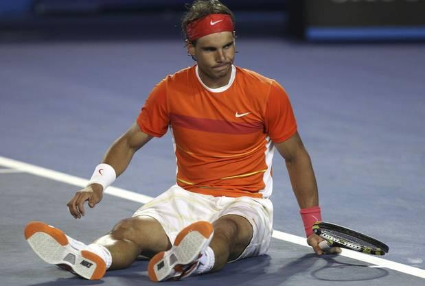 Titelverteidiger Rafael Nadal musste im Viertelfinal gegen Andy Murray aufgeben. Seine Knieprobleme sind noch nicht überstanden. Im dritten Satz gab er Forfait. Andy Murray trifft jetzt im Halbfinal auf den Kroaten Marin Cilic. (dge)
