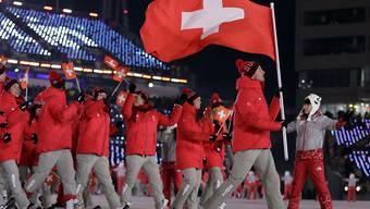 Dario Cologna führt die Schweizer Delegation an der Eröffnungsfeier in Pyeongchang in das Stadion