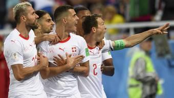 Einige Schweizer jubelten im Spiel gegen Serbien mit dem Doppeladler-Symbol