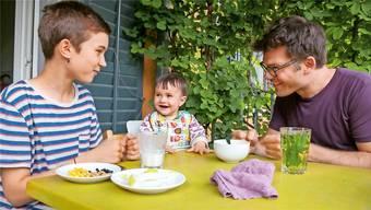 Rituale sind wertvoll für die Sprachförderung. Doch viele Eltern reden oder singen kaum mit ihren Kleinkindern.