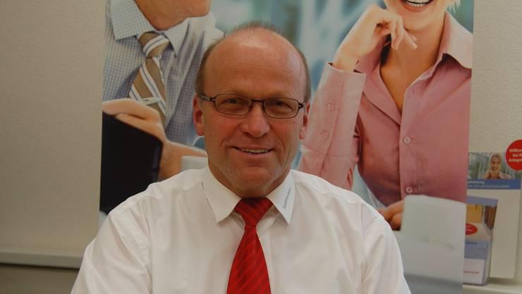 Werner Keusch von der Raiffeisenbank in Dintikon berät im Zweifelsfall die Kundschaft von sich aus. (Bild: hh)
